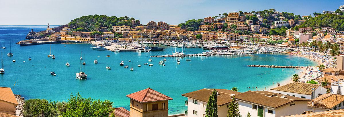 Blick über eine Bucht auf Mallorca